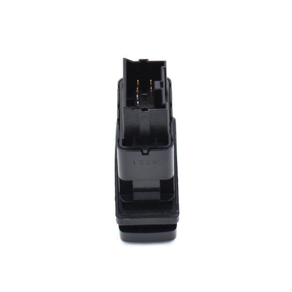 Schakelaar Low Speed Iseki SF438/SF450 Betreft origineel Iseki onderdeel! Origineel onderdeel nummer: 1809-670-260-00 180967026000 Afmetingen: Lengte: 50mm Breedte: 24mm