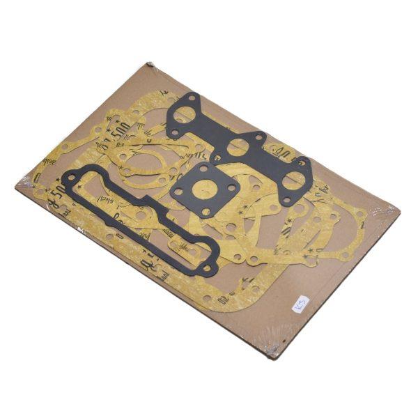 PAKKING SET ISEKI, MITSUBISHI, K3 MOTOR Inhoud set: (onder andere) Inlaat + uitlaat pakking Distributiepakking Carterpakking ect. Let op!: Zonder koppakking Zonder kleppendeksel pakking Motor: K3A K3B K3C K3D K3E K3F Iseki TX: TX145 TX155 TX1410 TX1510 TX2140 TX2160 Iseki TU: TU120 TU130 TU140 TU145 TU147 TU150 TU155 TU157 TU160 TU165 TU167 TU170 TU175 TU177 TU1400 TU1500 TU1600 Mitsubishi: D1350 D1450 D1550 MT17 MT18 MT20 MT180 MT1401 MT1601 MTE1800 MTE2000 Satoh: ST1420 ST1440 ST1520 ST1540 Suzue: M1503 M1803 M2001