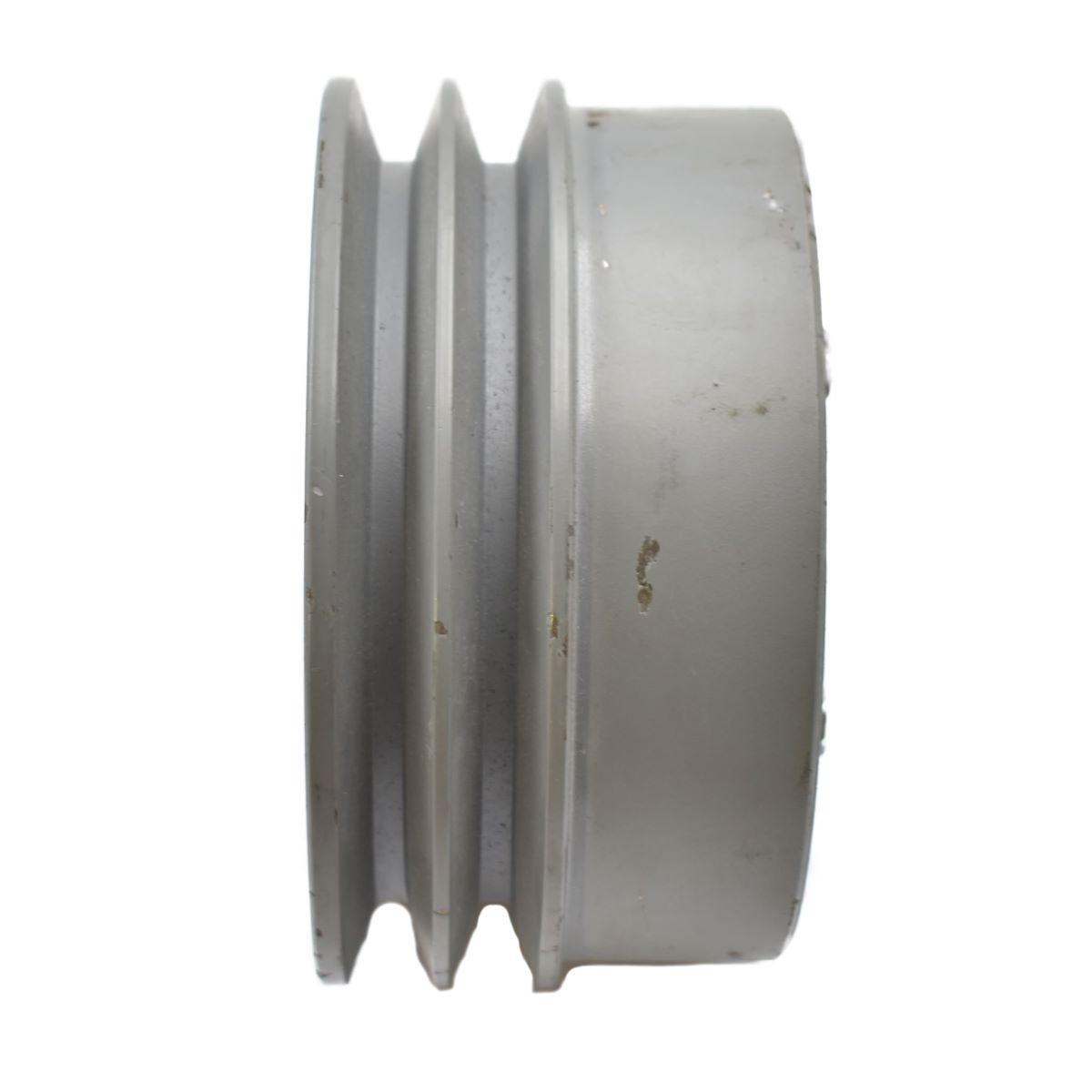 POELIE ISEKI Origineel onderdeel nummer: C129PAF112 Afmetingen: Diameter uitwendig: 136mm Diameter as: 25mm Hoogte: 72.50mm