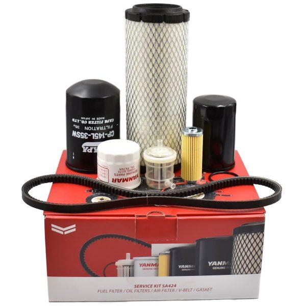 Service kit Yanmar SA424 Inhoud kit: Luchtfilter Brandstoffilters (2 stuks) O-ring brandstoffilter Motoroliefilter Hydrauliekfilter Hydrostaatfilter V-snaar
