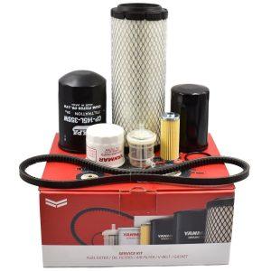 Service kit Yanmar SA221 Inhoud kit: Luchtfilter Brandstoffilters (2 stuks) O-ring brandstoffilter Motoroliefilter Hydrauliekfilter Hydrostaatfilter V-snaar